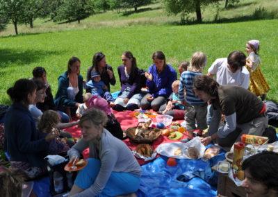 Gemeinsames Picknick nach dem Ritual