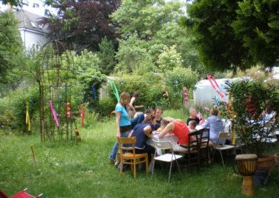 Festtafel im Garten