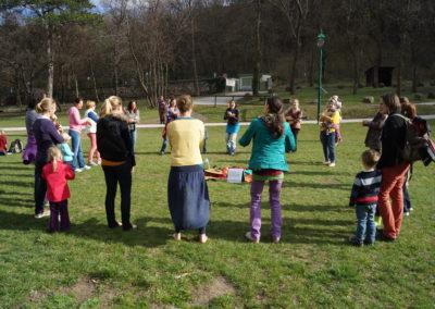 Wir singen & tanzen im Kreis